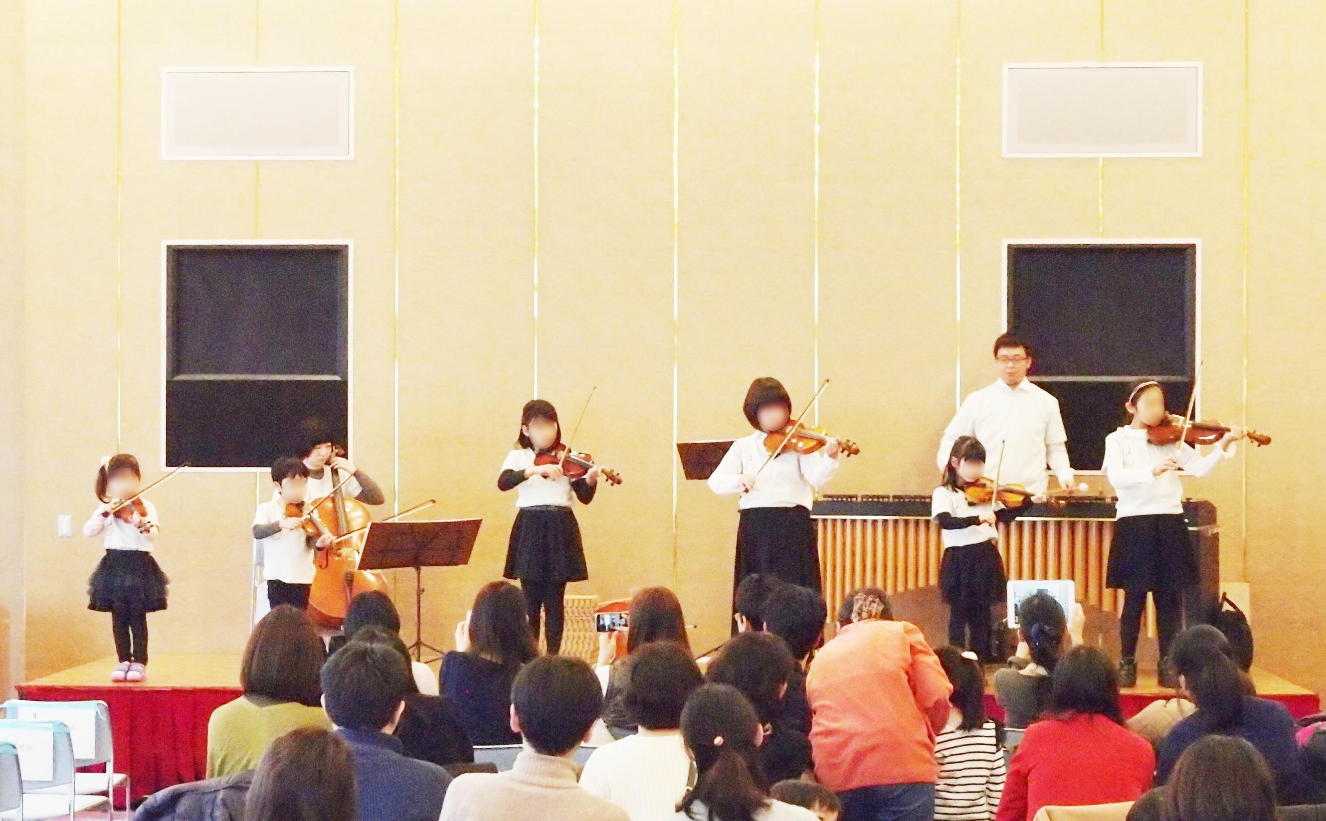 4歳から小学校6年生が、発表会の舞台に立ちました。
